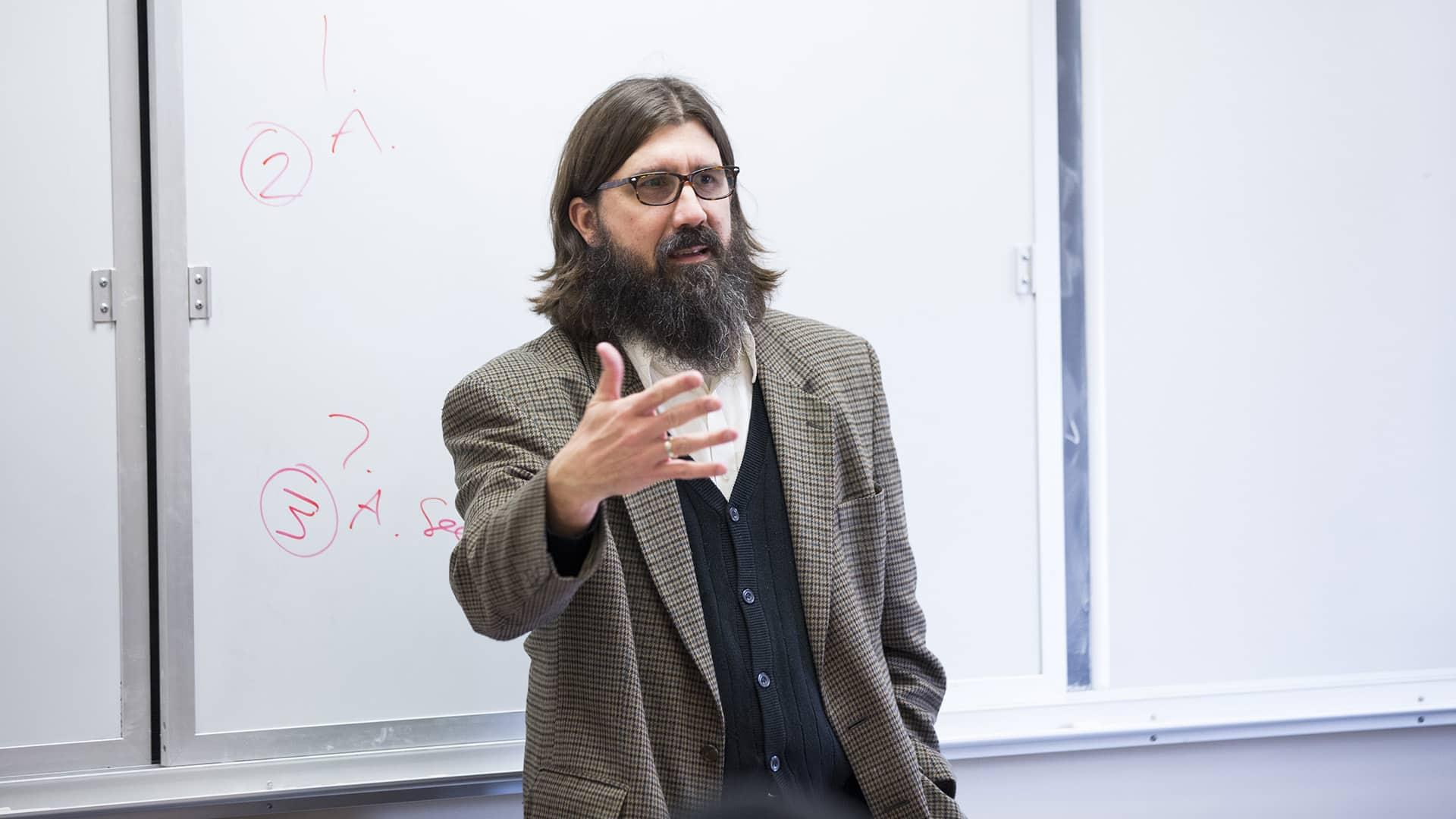 Justin Jackson teaching a class.