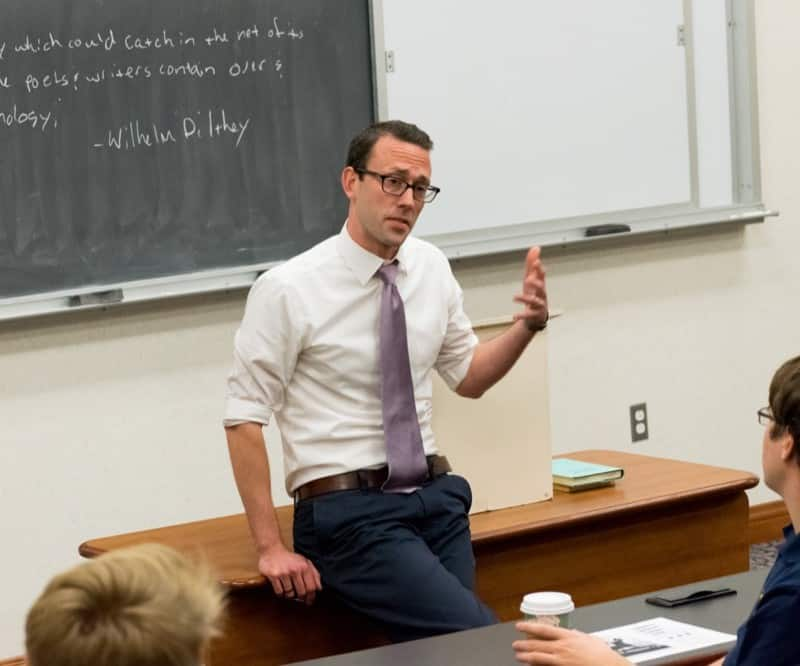What's distinctive about academics at Hillsdale?