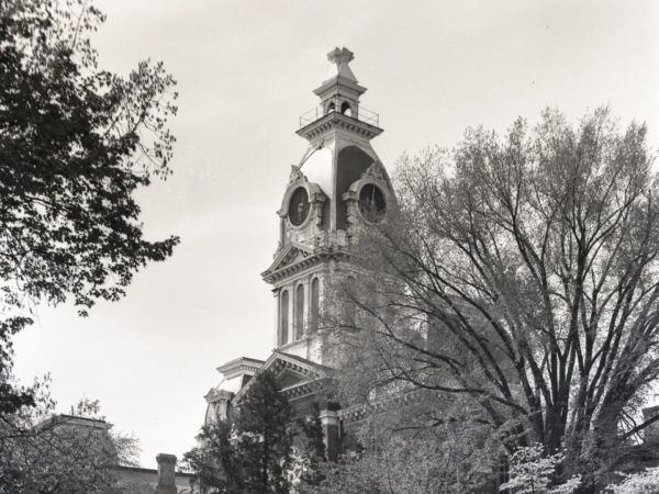Greyscale photograph of Central Hall.